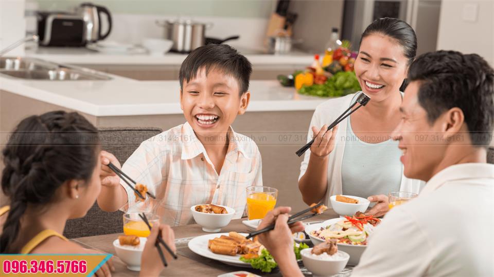 Cảm nhận của khách hàng khi làm tủ bếp rộng rãi tiện nghi