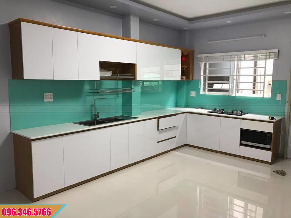 Tủ bếp Melamine cánh trắng thùng vân gỗ chữ L 542020WSN
