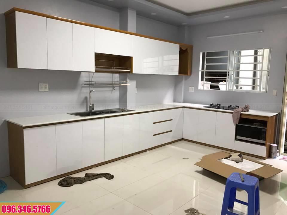 Tủ bếp Melamine chữ L cánh trắng thùng MDF vân gỗ chống ẩm 592020VSL