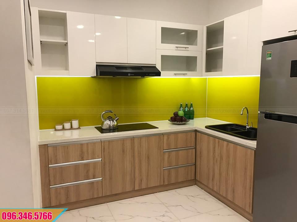 Tủ bếp Melamine chữ L màu trắng và vân gỗ 072020QD1